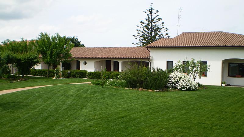cura di tappeti erbosi a Oristano ditta verde impianti